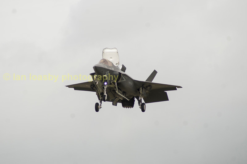 The crowd were told that there is only one switch in the cockpit that the pilot needs to switch to transfer from horizontal flight to the hover