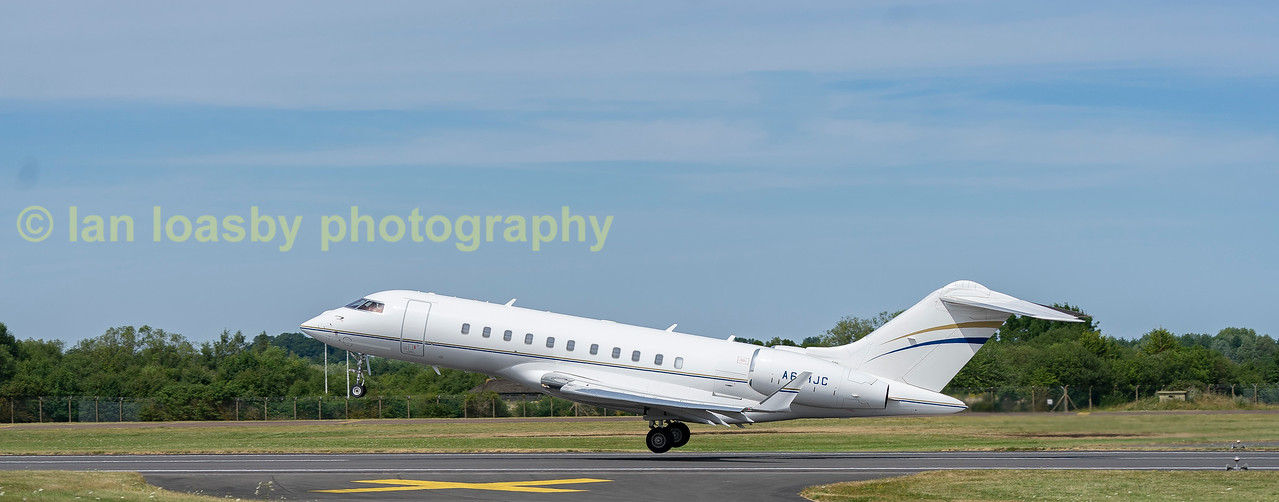 Bombardier Global 5000 A6-RLC departing