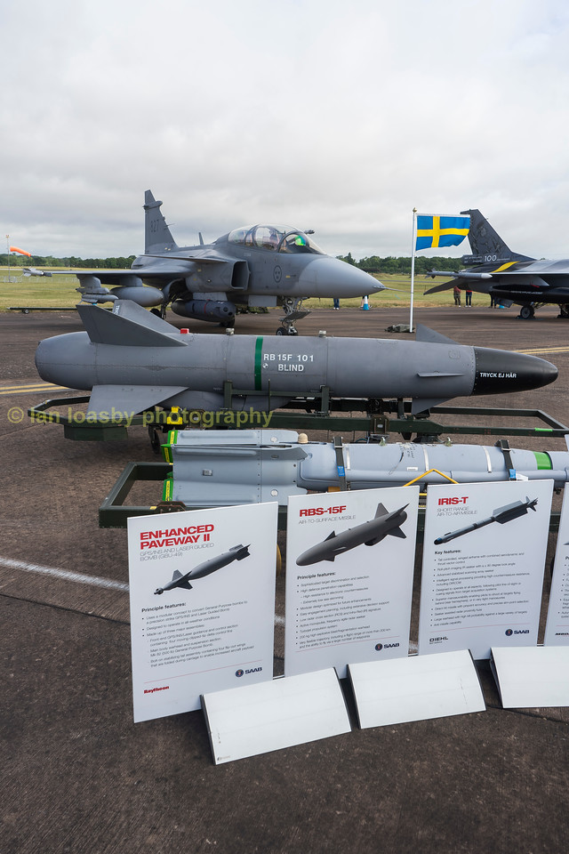 Double clicking on the image and the enlarge buttons will help you see the 'optional extras' for this Saab Gripen JAS 39D of the Swedish airforce '