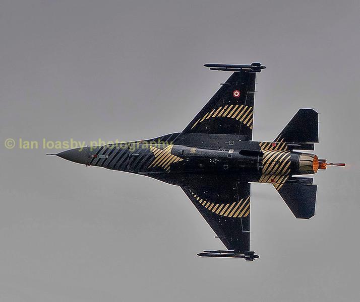 Solo Turk displayig a  F-16C