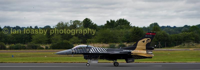 Side on portrait of solo Turk F-16C 88-0032