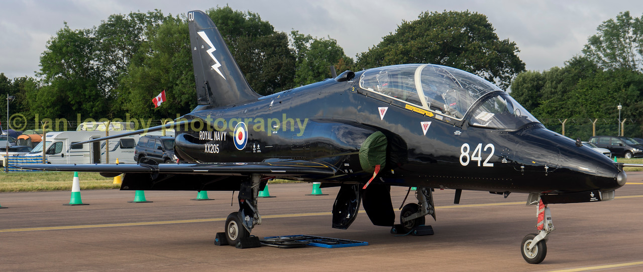 XX295 CU / 842 is a Hawk trainer from 736 Naval Air Sqn