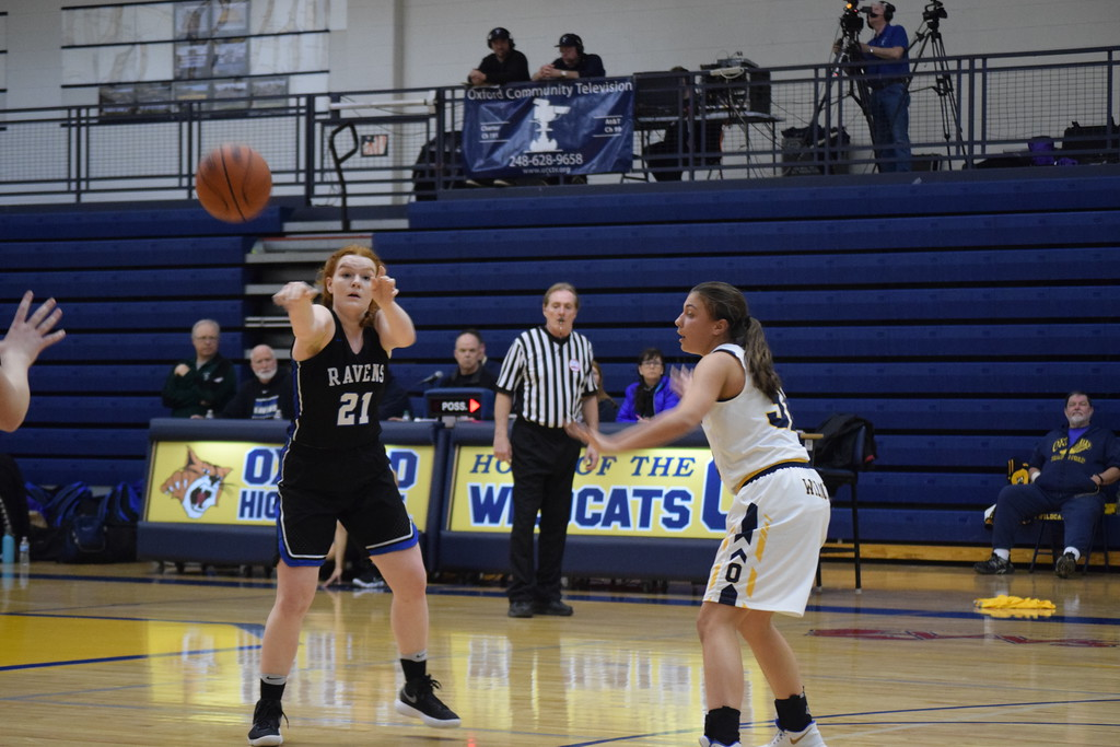 . The Royal Oak Ravens topped Oxford, 32-28, in OAA White action on Tuesday. (Photo by Paula Pasche)