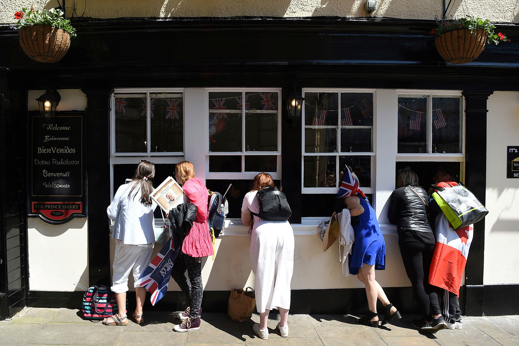 . Royal well-wishers look into a pub on Castle Hill, Windsor to watch the wedding ceremony of Prince Harry and Meghan Markle at St. George\'s Chapel in Windsor Castle in Windsor, near London, England, Saturday, May 19, 2018. (Paul Ellis/pool photo via AP)