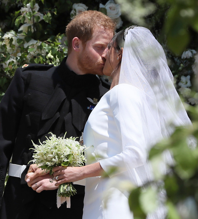 . Meghan Markle and Prince Harry kiss on the steps of St George\'s Chapel at Windsor Castle following their wedding in Windsor Castle in Windsor, near London, England, Saturday, May 19, 2018.(Brian Lawless/pool photo via AP)