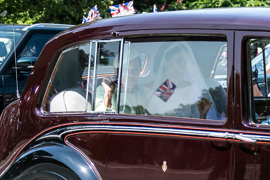 . Meghan Markle, center, and her mother Doria Ragland, left, leave Cliveden House Hotel in Taplow, near London, England, Saturday, May 19, 2018 before Markle\'s wedding ceremony with Prince Harry at St. George\'s Chapel in Windsor Castle. (Photo by Joel C Ryan/Invision/AP)
