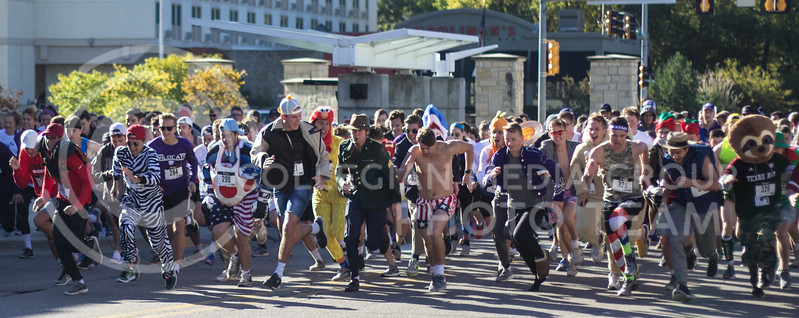 Homecoming week kicks off with a 5k starting at the Alumni Center on October 15th, 2017. (Kelly Pham | Collegian Media Group)