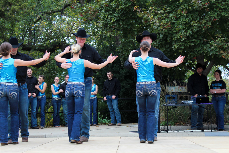 COUNTRY LOVIN' The swing dancing club, the Swingin Spurs performed at Sunzet Zoo Oct 27. The team has won many awards including the 2018 ACDA National Champions - Cabaret Division. photo by caroline reynolds