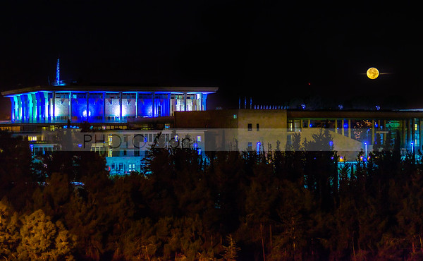Moon over the Israeli Knesset