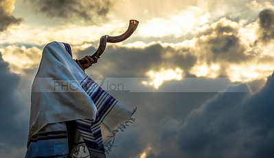 Blowing  the shofar for the Feast of Trumpets