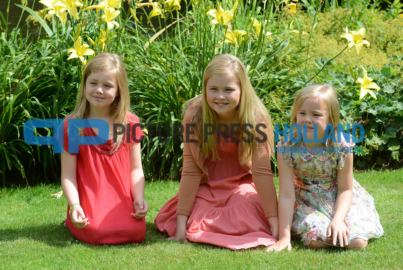 19-07-2013 Wassenaar Queen Maxima and King Willem-Alexander and Princess Amalia and Princess Alexia and Princess Ariane and dog Skipper pose for the annual photosession at the Eikenhorst on the Horsten estate in Wassenaar.  PHOTO HENDRIK JAN VAN BEEK