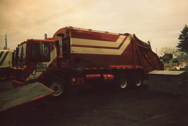 2006 Mack MR Leach 2RIII