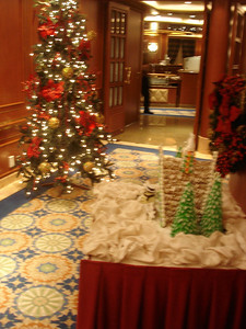 Gingerbread house and Christmas tree in Da Vinci dining room entrance