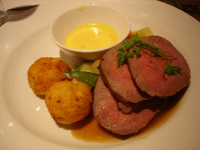 Chateaubriand with bernaise sauce and berny potatoes