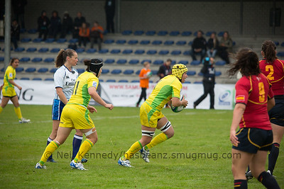Shannon Parry with the ball