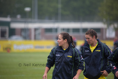 Shannon Parry and Sharni Williams warm up