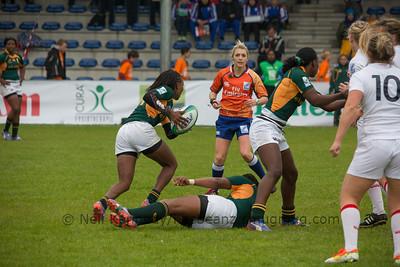 Phumeza Gadu with the ball.