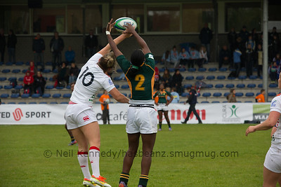 Marlie Packer and Nosiphiwo Goda compete for the ball.