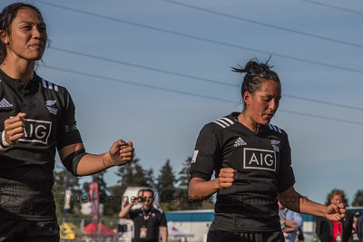 Carla Hohepa and Tyla Nathan-Wong during the haka