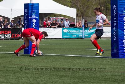 Britt Benn scores a try