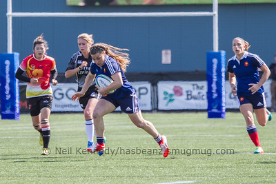 Chloe Pelle with the ball