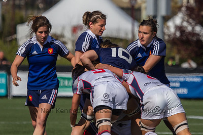 A maul, Shannon Izar and Christelle Le_Duff support Elodie Guiglion as Pauline Biscarat waits for the ball