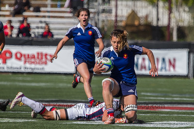 Elodie Guiglion steps out of a tackle