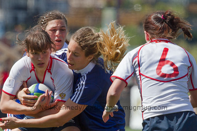 Nadezda Kudinova is tackled by Marjorie Mayans