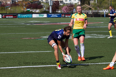 Alicia Quirk scores a try