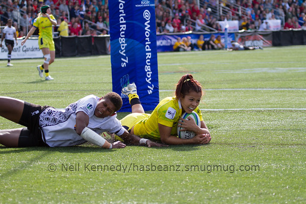 Tiana Penitani with the ball dives for a try