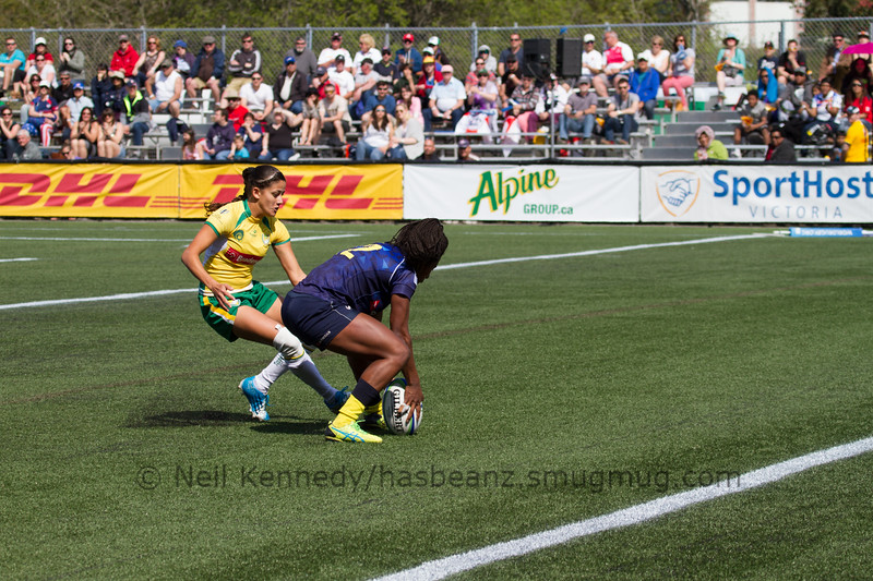 Ellia Green scores a try