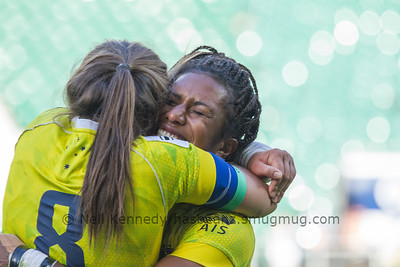 A hug from Chloe Dalton for Ellia Green after Ellia score the match winnning cup winning  try against Canada
