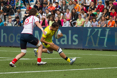 Tiana Penitani with the ball