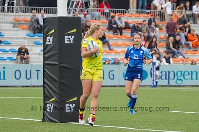 Emma Tonegaao scores a try