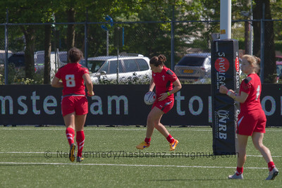 Sioned Harries about to touch down for  try