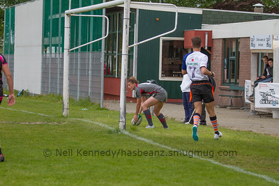Jess Kavanagh Williams scoring a try