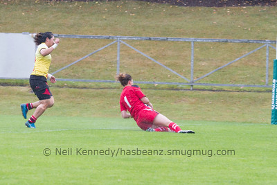 Jess Kavanagh Williams touches down for a try
