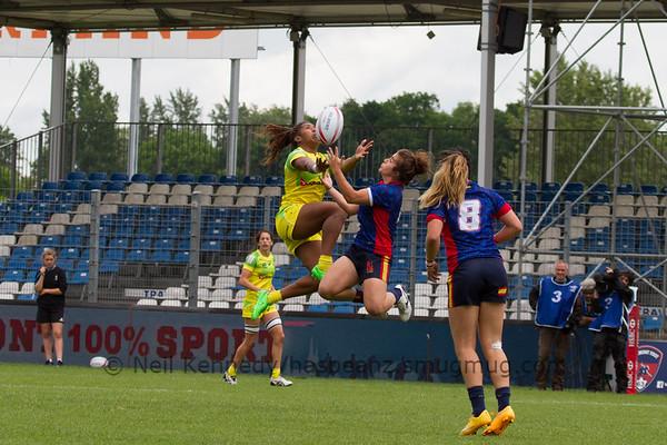 Australia 7s Ellia Green and Patricia Garcia of Spain compete for the kick off ball