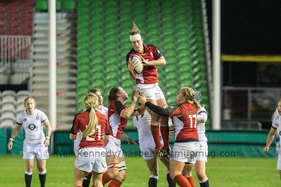 Jacey Murphy collects the lineout ball