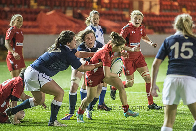 Kiera Bevan is tackled by Lindsey Smith and Lyndsay O'Donnell