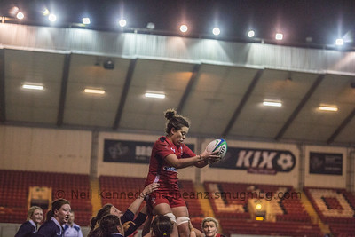 Sioned Harries wins line out