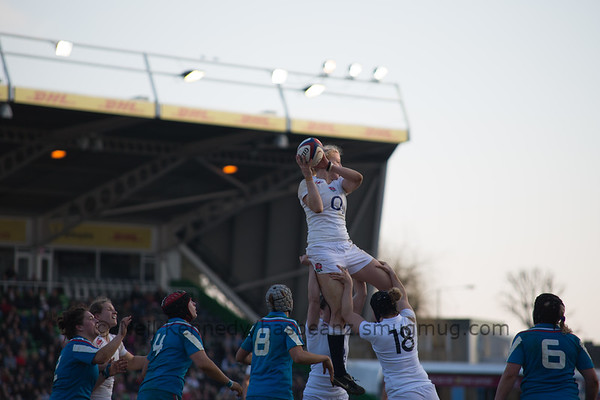 Tamara Taylor at the line out