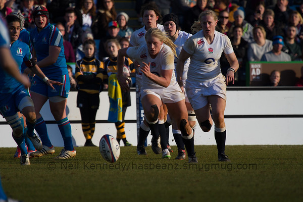 Alexandra Matthews chaes the ball