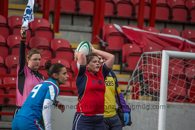 Lindsey Smith throws in for the line out