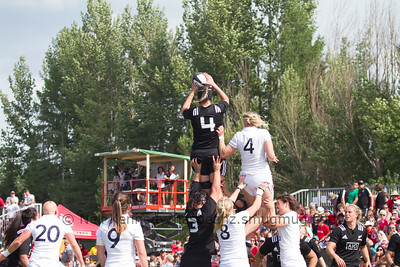 Eloise Blackwell takes the ball at the lineout
