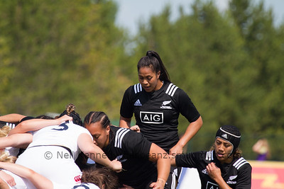 Linda Itunu prepares to take her place at 8 for the Black Ferns