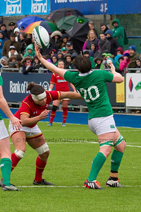 Ciara Griffin with a fingertrip grip on the ball at the lineout