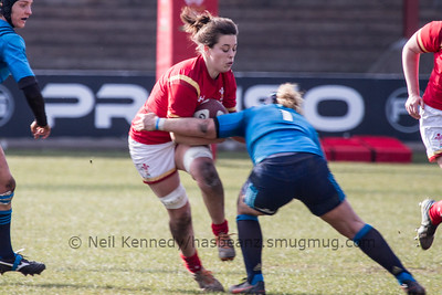 Sioned Harries (Whitland /Scarlets) with the ball