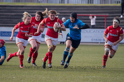 Rachel Taylor (Dragons / Caernarfon - Captain) drives forwards with the ball