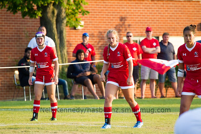 Zana Everett, Brockville, ON(centre of pic) waits for the ball from the scrum